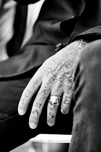 tatouage xav der pirate hand poke strasbourg alsace france mariage